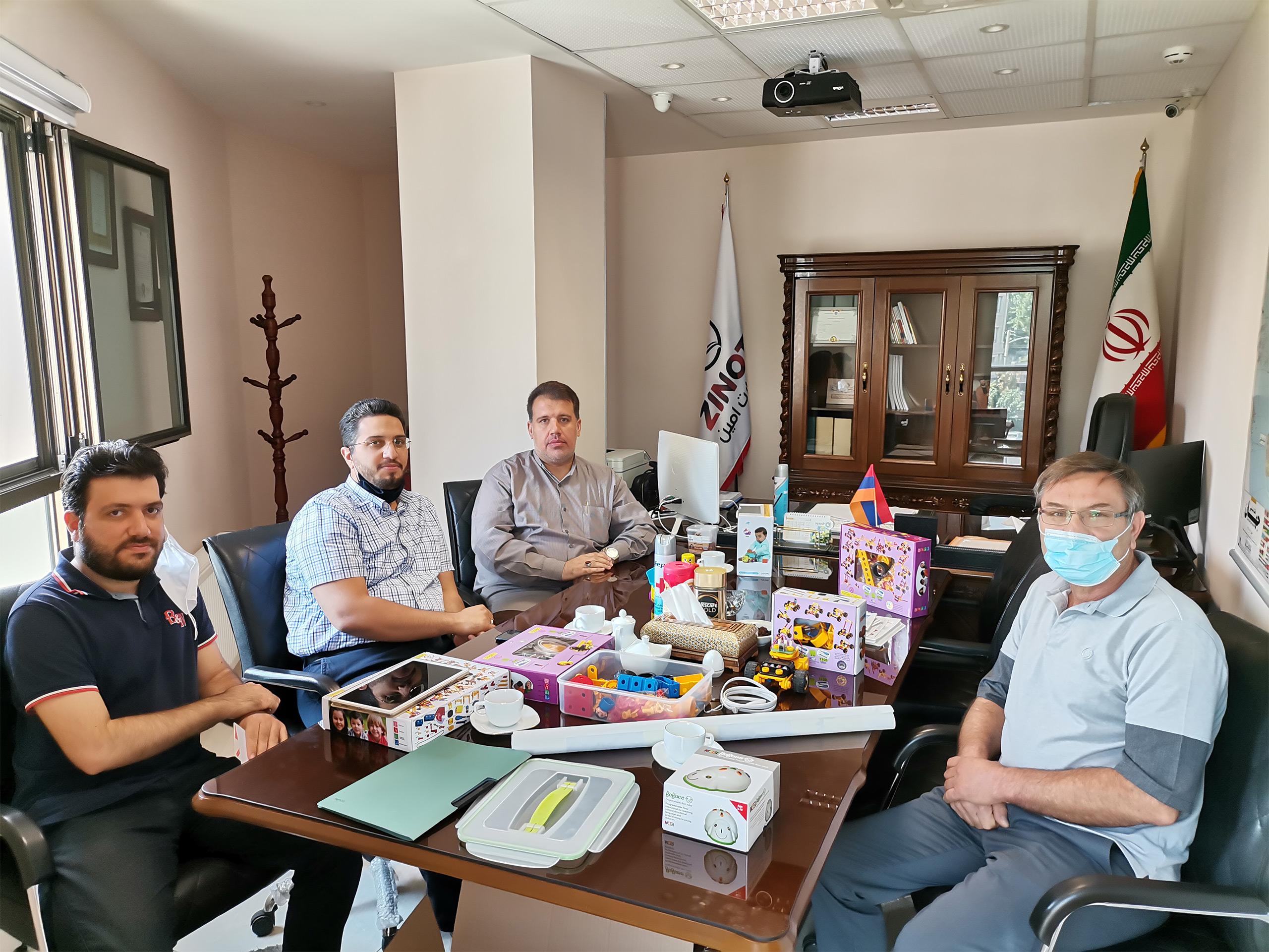 نشست با آقای نادر گیاهی مدیر عامل مجموعه تولیدی نادرتویز