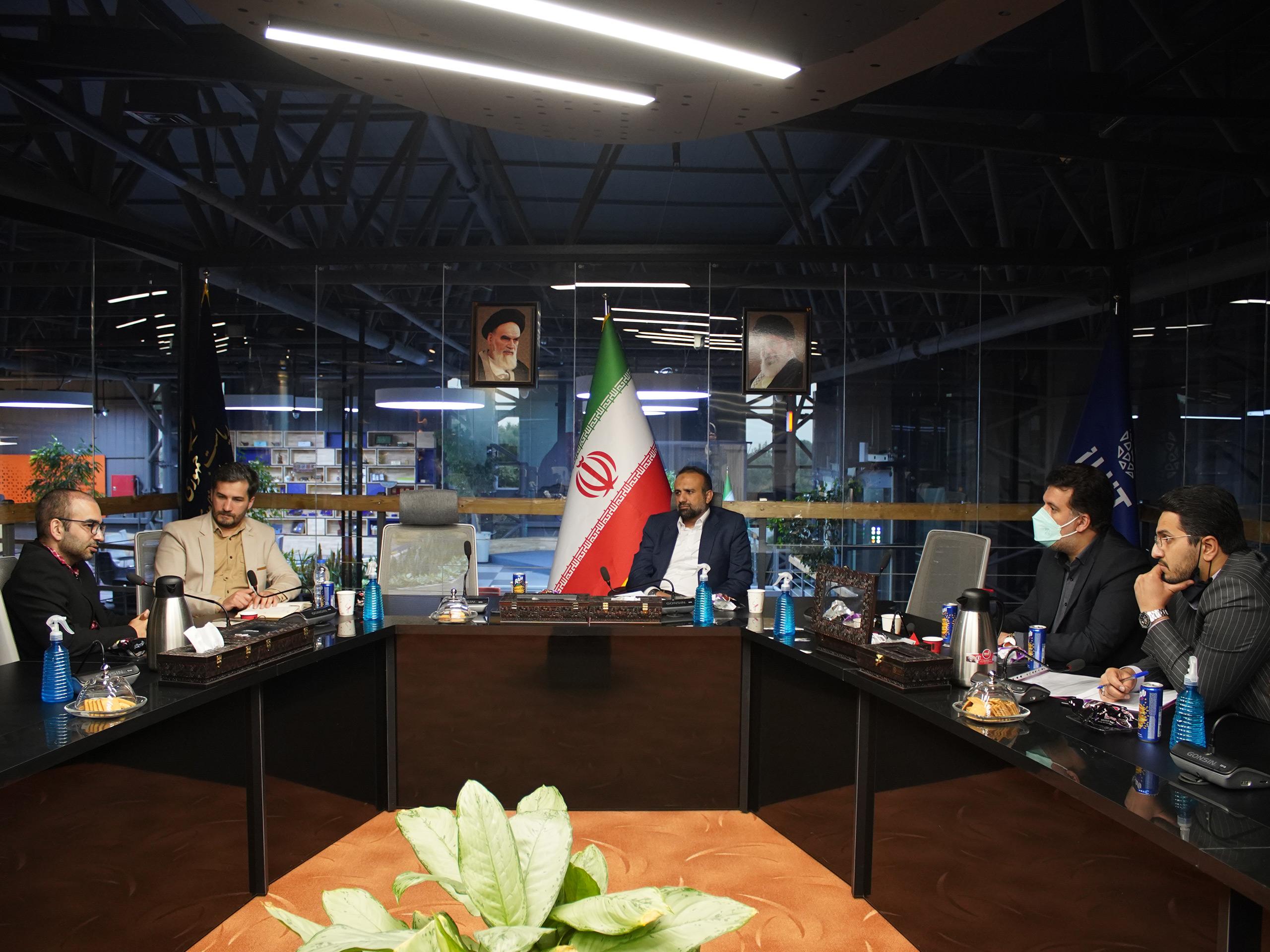 نشست با مهندس امانی  مسئول صندوق توسعه صادرات و تبادل فناوری در آی هیت